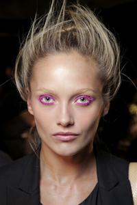Яркие глаза с неоновым макияжем – новый тренд