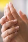 Почему потеют руки:  причины и способы борьбы с недугом