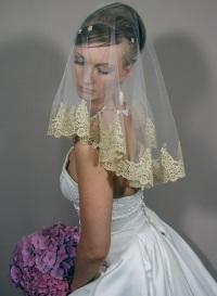 Фата и платье разного цвета