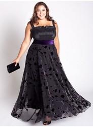 Толстушка в вечернем платье