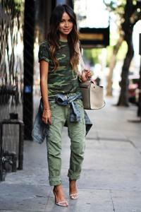 Юбка защитного цвета с чем носить