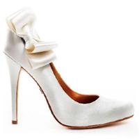 Как носить туфли на шпильке: тренируйтесь и будьте осторожны