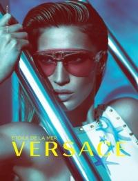 Жизель Бюндхен снова представляет капсульную коллекцию очков Versace
