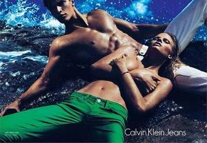 Лара Стоун стала лицом весенне-летней кампании Calvin Klein Jeans