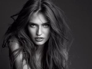 Бьянка Балти стала новой посланницей красоты L'Oreal Paris