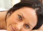 Можно ли спать с макияжем: каковы последствия