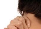 Как расслабить мышцы шеи: способы снять напряжение