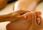 Как снять усталость ног: ванны или массаж?