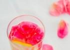 10 способов применения розовой воды в парфюмерии, косметике и пище