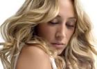 Прически для волнистых волос: приручите свои локоны